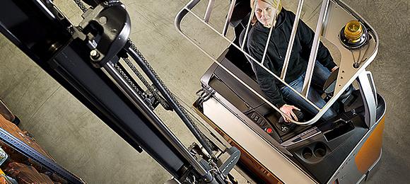 FM-X har en innovasjon i førerassistenten OptiSpeed, som tilpasser hastigheten til både truck og gafler.